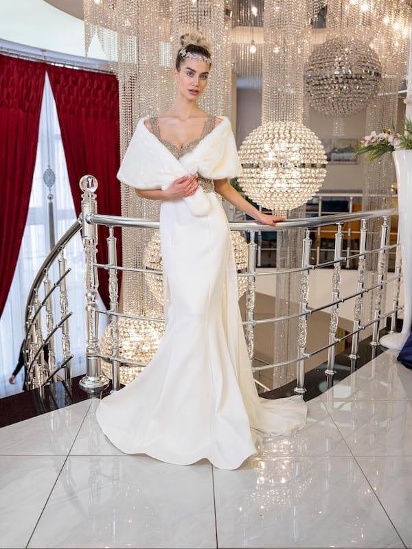 Frau bei Brautkleidsuche